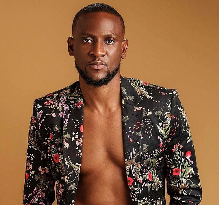 'No Matter How Touching Your Story Is, I Won't Send You Money' – Omashola Notifies Fans